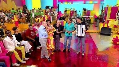 Lima Duarte, Stênio Garcia e Luiz Carlos Vasconcelos dançam com Regina no Esquenta! - Quarteto relembra filme 'Eu, Tu, Eles' ao som do hit 'Esperando Na Janela', de Targino