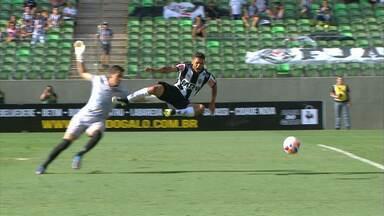 Pacotão do Galo: Carlos divide bola e dá um salto de quase três metros - Pacotão do Galo: Carlos divide bola e dá um salto de quase três metros