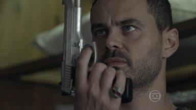 Maurílio se prepara para surpreender José Alfredo - Vilão escuta conversa entre o Comendador e Cristina