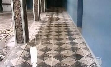 Estrutura de escolas públicas em Floriano deslizam por conta de chuvas - Estrutura de escolas públicas em Floriano deslizam por conta de chuvas