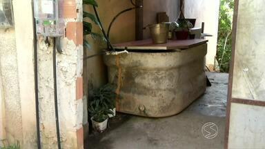 Zé do Bairro confere reclamação de moradores de Barra do Piraí, RJ - Quem vive na Rua Alberto Santos Dumont, no bairro Belvede, sofre com falta de água encanada.