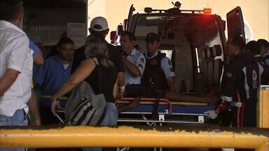 Cabo da Polícia Militar é baleado ao tentar evitar assalto em Fortaleza - Policiais deram voz de prisão a dois suspeitos, que reagiram atirando. Assaltantes foram presos. Um deles, já tem três passagens pela polícia.