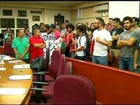 Estudantes participam de sessão da Câmara - Depois de protesto, alunos da UFFS cobram também dos vereadores ajuda para volta as aulas.