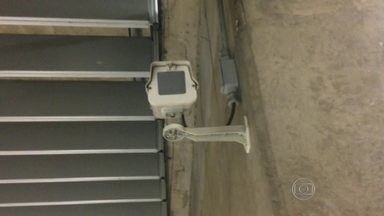 Estações do Metrô estão sem monitoramento de câmeras de seguranças - Um telespectador contou para o SPTV que nas estações por onde ele costuma passar, as caixas que protegem as câmeras estão vazias. O problema foi identificado nas estações Paraíso e República do Metrô.