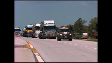 Abastecimento de combustível começa a ser normalizado com ajuda da polícia - Assista ao vídeo.