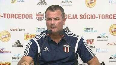 Mazola Júnior diz que deve fazer mudanças em escalação do Tricolor - Jogo contra o Santos acontece no domingo (8) e escalação ainda não foi definida.