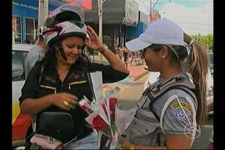 Ação realizada neste sábado homenageou as mulheres - Na Tenda Cultural, no Centro da cidade, uma programação especial foi realizada para celebrar o Dia Internacional da Mulher, comemorado neste domingo (8).