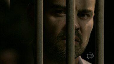 Maurílio espera por telefonema na cadeia - Os filhos de José Alfredo demonstram preocupação com a sua ausência repentina