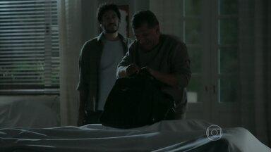 Aécio e Daniel resolvem voltar para o sítio - Silviano chega à mansão de Petrópolis
