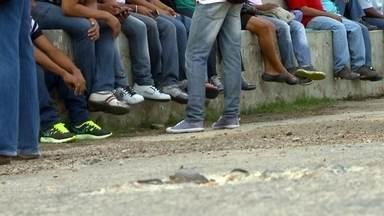 Trabalhadores de obras da Petrobras sentem os reflexos da crise atual - Parte 2 - Funcionários de construtoras estão há meses sem receber os salários. Em algumas cidades, o número de desempregados já passa de 18 mil.