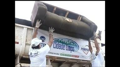 Projeto Cidade Limpa recolhe 70 toneladas de entulho em Pompeia - Em uma semana de Projeto Cidade Limpa, mais de 70 toneladas de entulho foram recolhidas em Pompeia. Esse monte de lixo que a gente vê em cima do caminhão não e jogado no meio ambiente. O que morador descarta beneficia entidades de reciclagem que transformam esses material em fonte de renda.