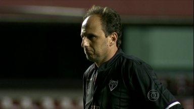 No Morumbi vazio, São Paulo bate o São Bento com gol de Rogério Ceni - Time joga mal e torcida protesta contra diretoria e até Muricy