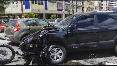 Acidente deixa trânsito complicado no bairro da Torre - Foi no cruzamento da Avenida Beira Rio e Rua Conde do Irajá.