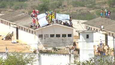 Detentos fazem protesto no Presídio do Serrotão, em Campina Grande - Presos reivindicam por melhorias na alimentação e revisão das penas.