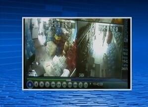 Vídeo flagra assalto a mercado no Bairro Indianópolis, em Caruaru - Moradores do local temem a quantidade de ocorrências do tipo.