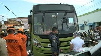 Idoso é atropelado na Avenida Casemiro Júnior - Um idoso foi atropelado por um ônibus na tarde desta sexta-feira (13), no bairro do Anil, em São Luís