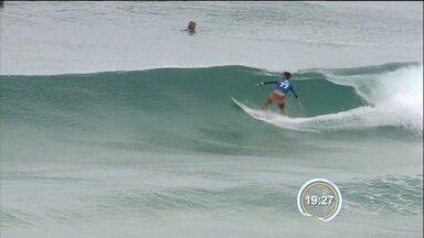 Filipe Toledo conquista etapa de Gold Coast - Com outra atuação de gala, Filipinho, caçula do circuito Mundial de Surfe, bate Julian Wilson.