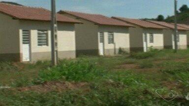 Casas populares não são entregues à população de Jerônimo Monteiro, no ES - Mais de 30 famílias esperam o repasse das residências que já deveriam estar entregues a mais de um ano.