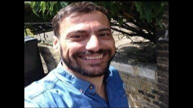 Brasileiro é encontrado morto em apartamento em Londres - Um rio-pretense de 47 anos foi encontrado morto no apartamento que morava em Londres na quinta-feira (12). Renato Rezende, de 47 anos, morava na Inglaterra há 16 anos. A família não tinha notícias dele há mais de 15 dias e acionou a Polícia Londrina que o encontrou morto no apartamento onde morava. De acordo com a mãe de Renato, os bombeiros londrinos informaram que ele sofreu um ataque cardíaco.