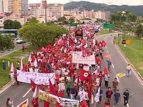 Centrais sindicais protestam no Centro de Florianópolis - Centrais sindicais protestam no Centro de Florianópolis