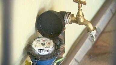 Moradores reclamam de ajuste abusivo na conta de água em Ribeirão, SP - Eles dizem que tomam os cuidados necessários para economizar e mesmo assim a conta mais que dobrou.
