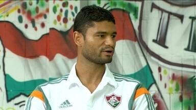 Gum comemora retorno aos gramados após três meses afastado - Zagueiro é um dos mais antigos do elenco do Tricolor.