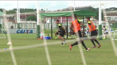 Paranaense tem briga pela liderança - De olho na ponta da tabela, Coritiba visita o Jotinha, que ainda não perdeu no campeonato