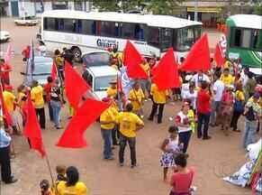 Manifestantes fazem passeata em apoio à Petrobras e a democracia em Palmas - Manifestantes fazem passeata em apoio à Petrobras e a democracia em Palmas