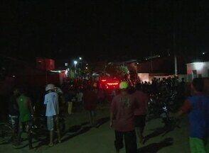 Jovem é assassinado no Bairro José Carlos de Oliveira, em Caruaru - Ele estava em uma moto quando foi atingido.