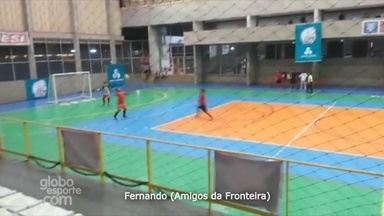 Fernando, do Amigos da Fronteira, faz gol de voleio - Jogada concorre ao 'Gol mais bonito' da Copa Rede AM de Futsal.