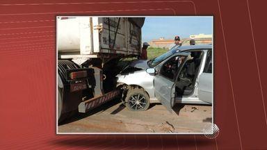Uma pessoa morre e outras duas ficam feridas em acidente na região oeste - Batida envolveu um veículo de passeio e uma carreta.