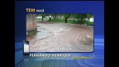 Chuva causa estragos na região Centro-Oeste Paulista - A forte chuva que atingiu a região Centro-Oeste Paulista na tarde deste sábado (14) causou estragos. Em Marília (SP) a chuva derrubou parte do muro da cozinha de uma casa na Vila Nova. De acordo com o Corpo de Bombeiros, ninguém se feriu.