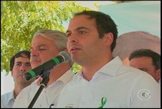 Governador, Paulo Câmara, teve compromissos em Petrolina neste sábado (14) - Entre compromissos estava a inauguração de uma estação de água e visita ao hospital do câncer