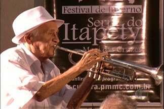 Maestro Zezinho é enterrado em Mogi das Cruzes - O sepultamento ocorreu neste sábado (14) no Cemitério Parque das Oliveiras.