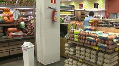 Consumidores que optaram pelo ovo durante a quaresma reclamam do preço - Além do preço da carne e do peixe estar salgado, também o valor do ovo nos supermercados está acima da média.