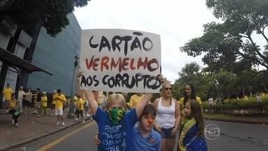 Milhares de pessoas foram para as ruas criticar o governo da presidente Dilma Rousseff - Os manifestantes se concentraram em vários pontos de Belo Horizonte.