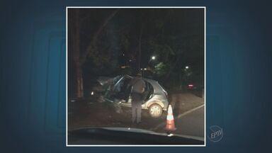 Acidente com carro deixa uma pessoa morta e quatro feridos em Campinas - O acidente ocorreu neste fim de semana na Avenida Aquidaban em Campinas. O motorista de um dos veículos se recusou a fazer o teste do bafômetro, mas confessou ter ingerido bebida alcoólica.