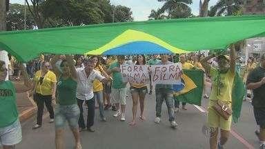 Cidades da região de Campinas realizam protestos contra a corrupção e o governo Dilma - Além de Campinas, outras 17 cidades saíram as ruas. Em faixas e cartazes, os manifestantes pediram o fim da corrupção e criticaram os políticos.