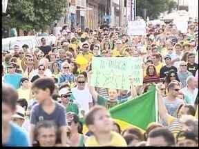 Nova Alta Paulista tem protestos contra governo - Manifestantes saíram para as ruas em Dracena.