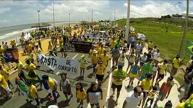 Manifestantes se reúnem em São Luís para protestar contra corrupção - Os manifestantes se reuniram na Avenida Litorânea para protestar contra a corrupção e o governo da presidente Dilma Rousseff.