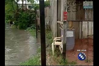 Moradores do bairro da Cabanagem, em Belém, sofrem com a falta de saneamento - Comunidade reclama que o problema se agrava na passagem Santo Inácio após a incidência de chuvas.