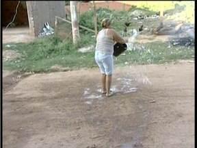 Blitz do MG: Falta de calçamento em uma rua causa transtornos a moradores de Valadares - O problema afeta os moradores do Bairro Santa Rita.