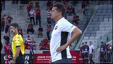 Atlético-PR perde em casa e Claudinei Oliveira é demitido - Time até saiu na frente, mas tomou a virada do Maringá. Classificação ficou agora muito difícil