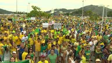 Manifestantes fazem ato contra o governo no ES - Em Vitória, mobilização ocorreu na Praça do Papa.