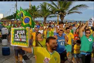 Manifestantes se reuniram em Macaé, Cabo Frio e São Pedro da Aldeia, RJ, neste domingo - Em Macaé, segundo a PM, se reuniram cerca de 150 pessoas.