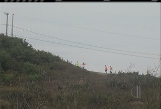 Corrida de aventura reúne cerca de 400 atletas em Arraial do Cabo, no RJ - Evento foi realizado na manhã deste domingo (15), na Praia Grande.