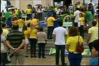 Domingo é marcado por protestos em cidades do Alto Paranaíba e do Centro-Oeste de Minas - Em Nova Serrana, manifestantes fecharam a BR-262. Em Araxá, manifestação foi tranquila e teve participação de famílias, crianças e turistas.