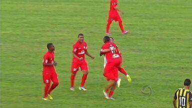 União vence Rondonópolis e escapa do rebaixamento - Gol teve a ajuda do goleiro Naldo, do REC