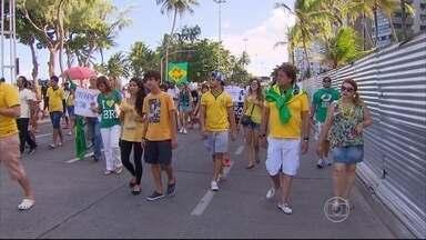 Domingo de protestos no Recife tem passeata de dia e panelaço à noite - As manifestações foram contra o governo da presidente Dilma e pelo fim da corrupção.