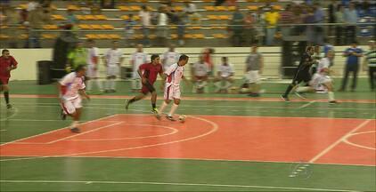 Ginásio Ronaldão é reaberto com amistoso de futsal - Além da quadra nova, Ronaldão teve os banheiros recuperados.